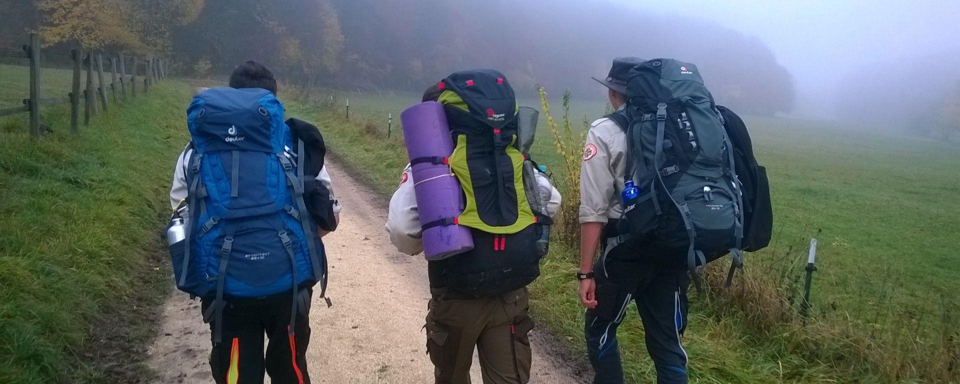 Mit gepacktem Rucksack auf dem Hajk