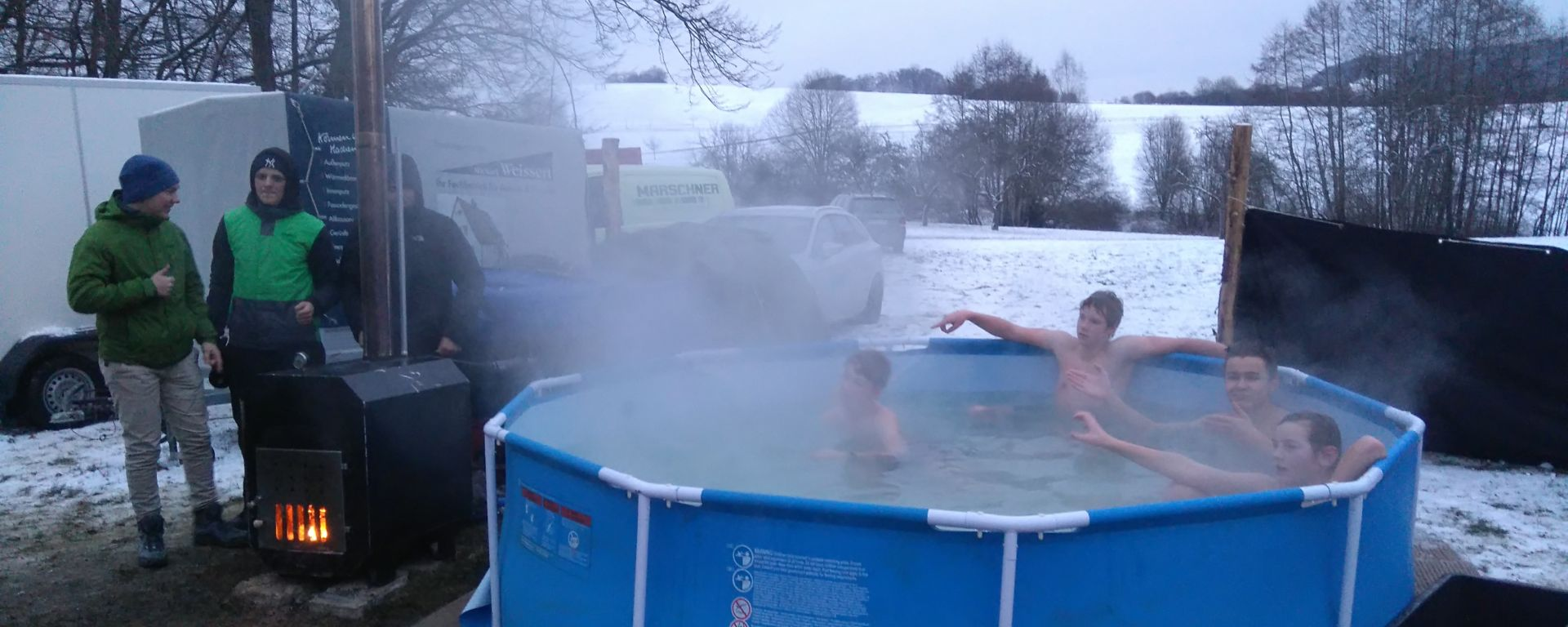 Beheizter Pool auf dem Wintercamp