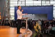 Begrüßung durch den Hauptpastor Peter Wenz