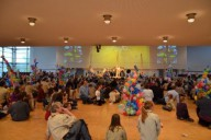 Spiel: Wer baut den höchsten Turm mit einhundert Luftballons - der Sieger hatte ein Höhe von 2.48 m