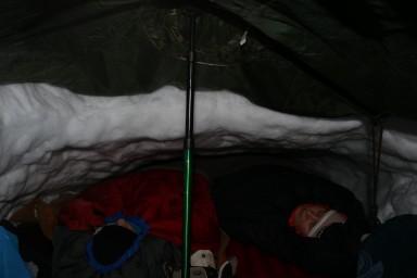 Margit und ich in unserer Schneehöhle #Wintercamp16